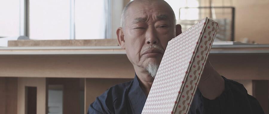 奈良時代より続く和本装幀の専門家、京都経師集団「大入」とたき工房が共同開発したプロダクト「八千代綴り」、その魅力を伝える動画を制作。
